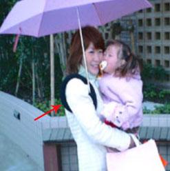 肩ブレラを使う母子
