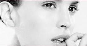 1932年 理学療法士であり、美容師でもあったジャンヌ・ガティノーがパリで最初の美容サロンを開きました。