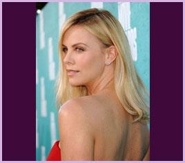 ハリウッド出身女優の中でもひと際美しいシャーリーズ・セロンも「ピュアオロジー」愛用者の一人です。